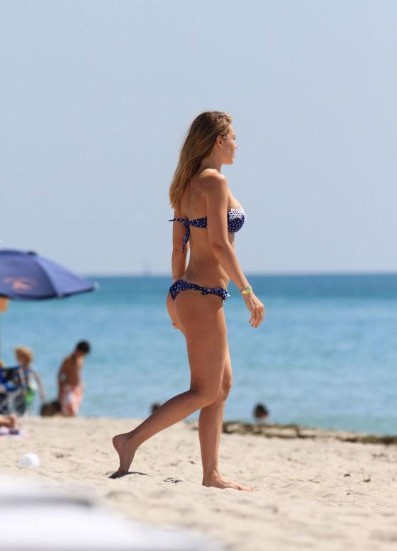 Ilary Blasi – Blue bikini candids in in Miami