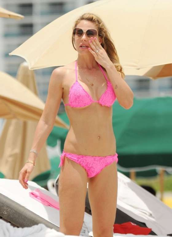 Ilary Blasi in a pink bikini in Miami-16