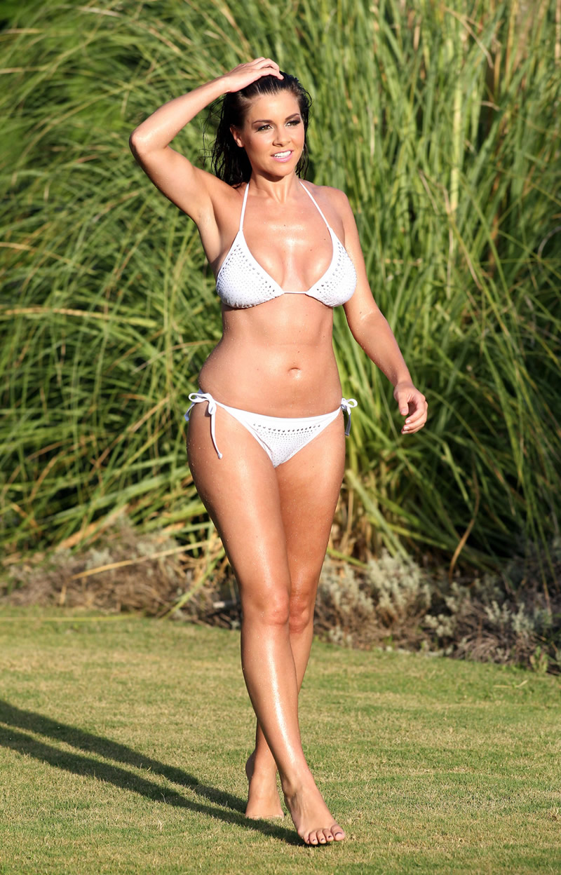 Imogen Thomas 2011 : imogen-thomas-shooting-her-new-bikini-calendar-in-marbella-spain-02