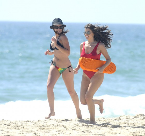 Imogen Thomas – Swimsuit Candids in Santa Monica – June 29