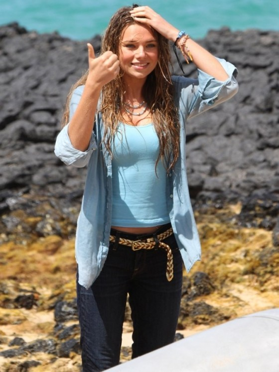Indiana Evans 2012 : Indiana Evans On the set of Blue Lagoon in Maui-08