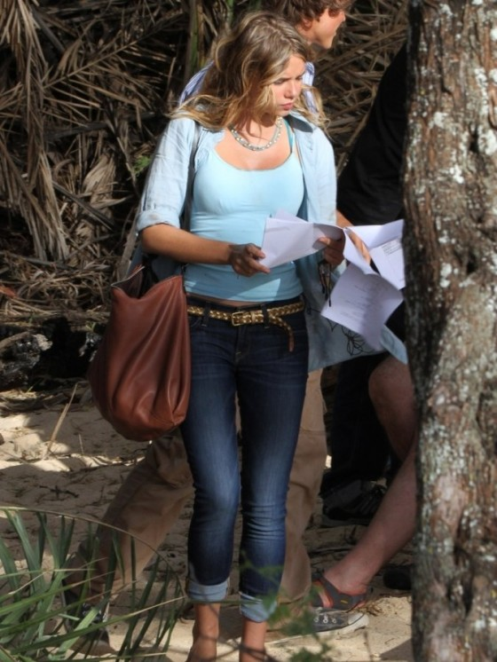Indiana Evans 2012 : Indiana Evans On the set of Blue Lagoon in Maui-11