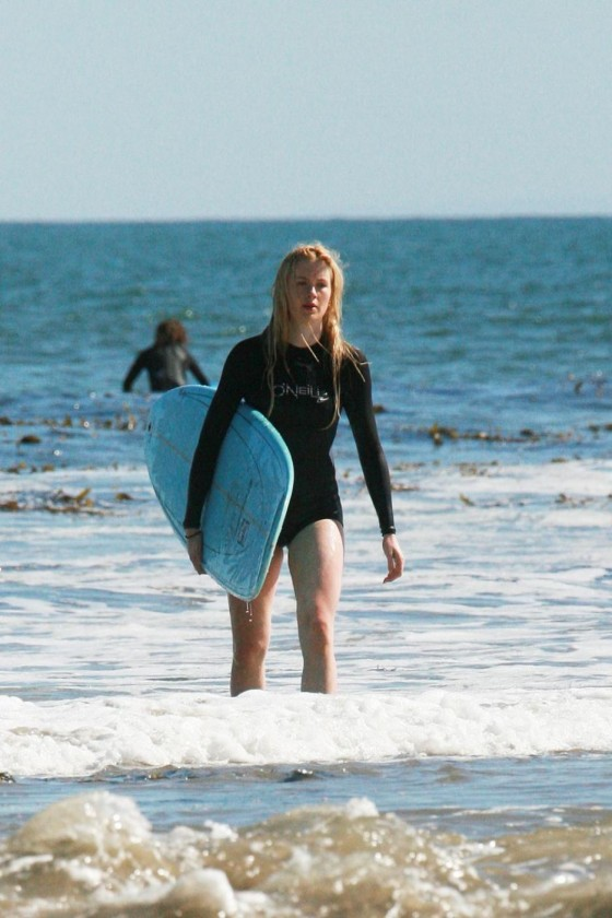 Ireland Baldwin surfing -04