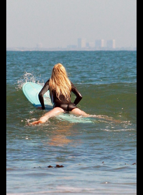 Ireland Baldwin surfing -08