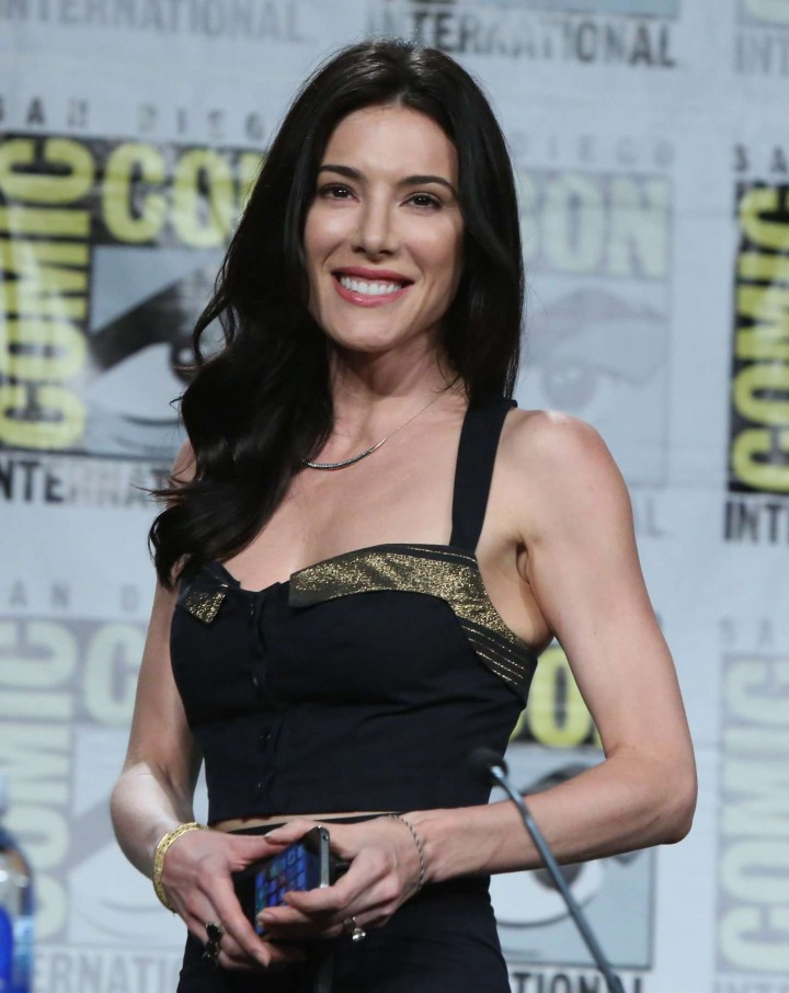 Jaime Murray: Defiance...