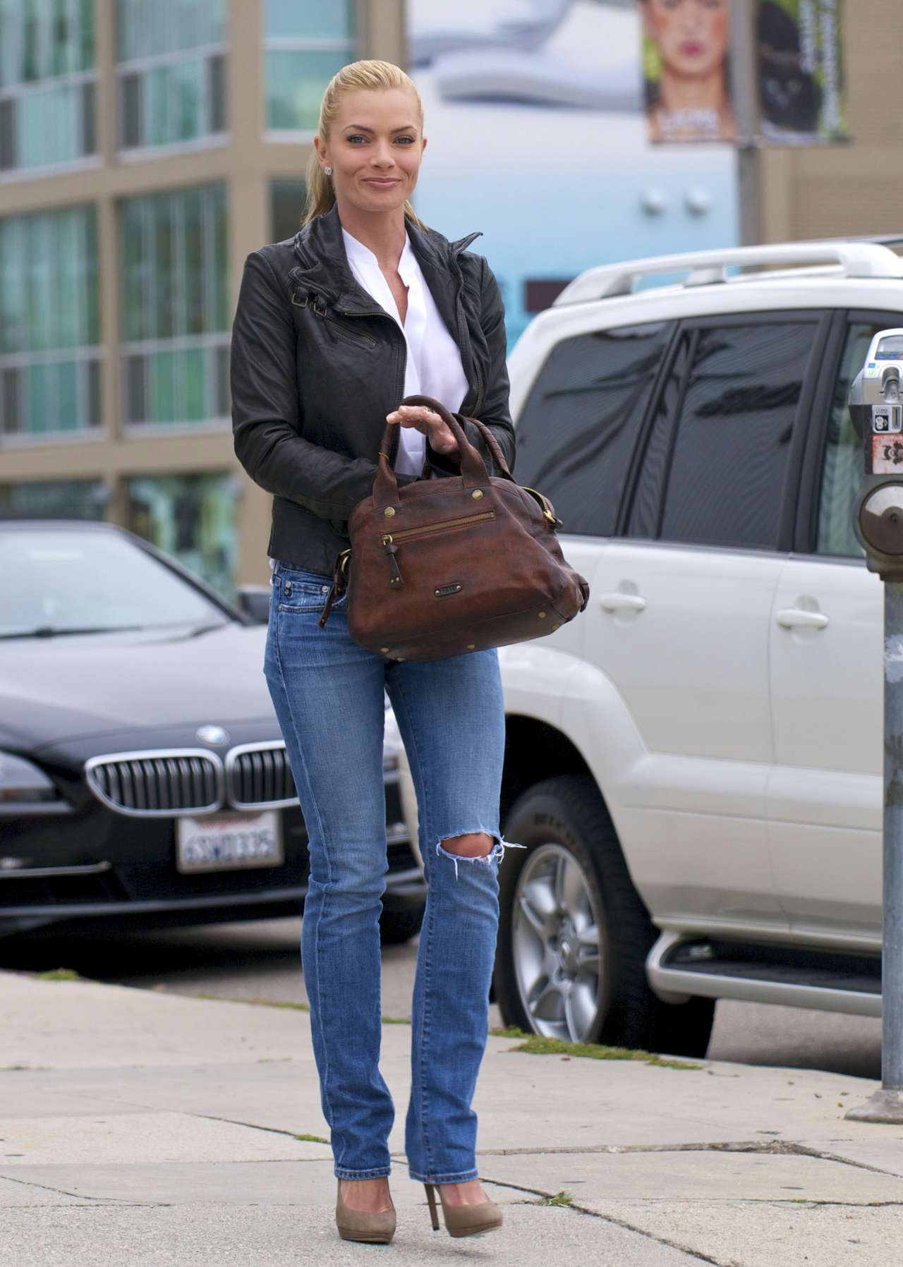 Jaime Pressly at Kings Road Cafe-04