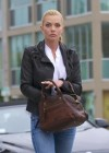 Jaime Pressly at Kings Road Cafe-07