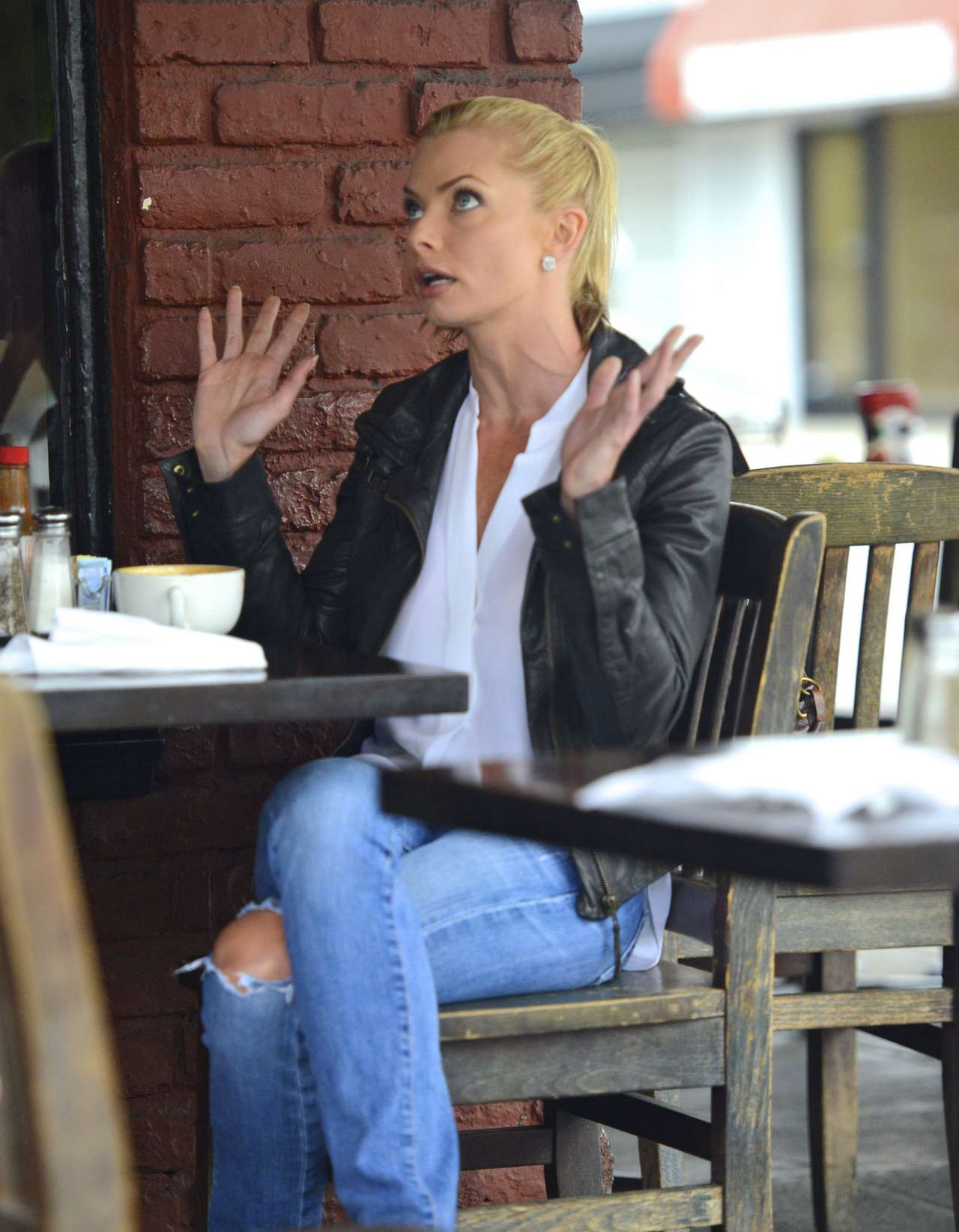 Jaime Pressly at Kings Road Cafe-10