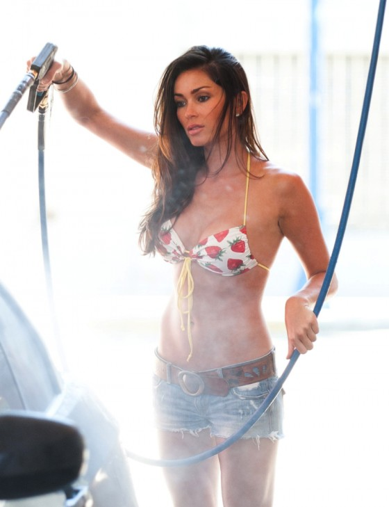 jasmine-waltz-hot-car-wash-in-bikini-23