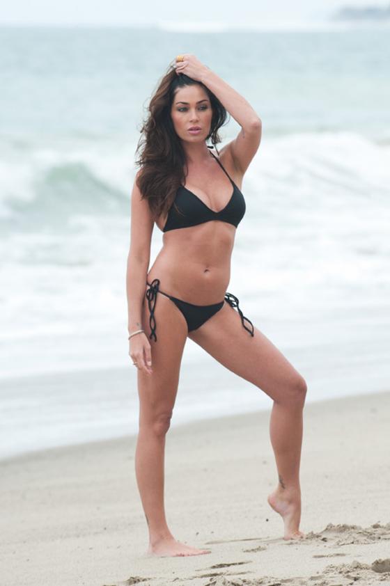 jasmine-waltz-new-bikini-pics-on-carbon-beach-02