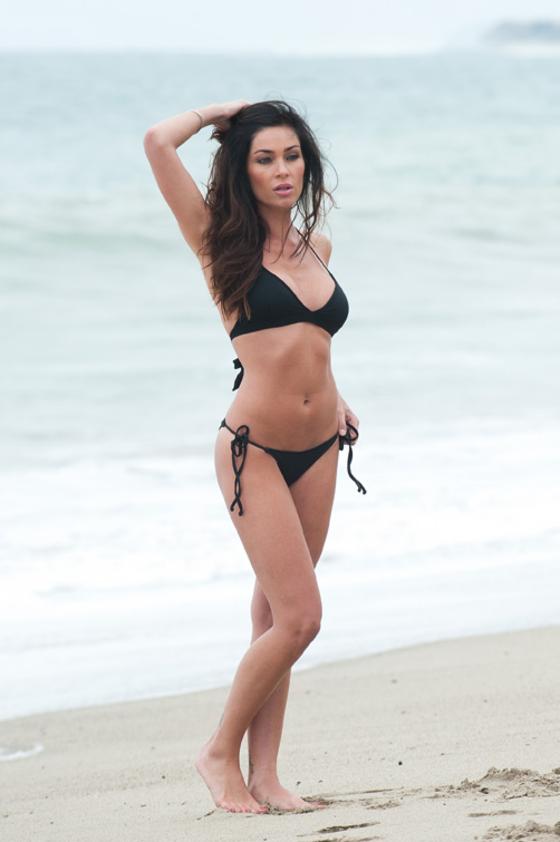 jasmine-waltz-new-bikini-pics-on-carbon-beach-07