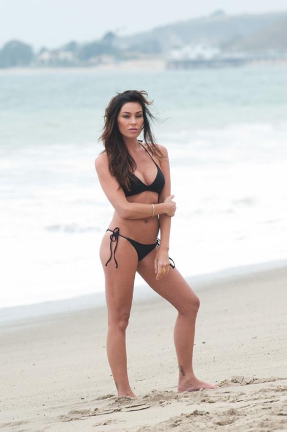 jasmine-waltz-new-bikini-pics-on-carbon-beach-09