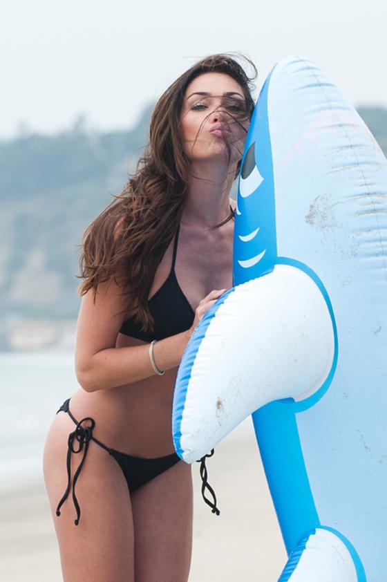 jasmine-waltz-new-bikini-pics-on-carbon-beach-16