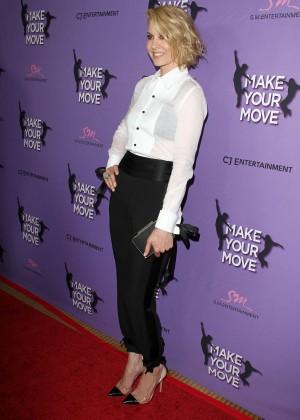 Jenna Elfman: Make your Move Premiere -01