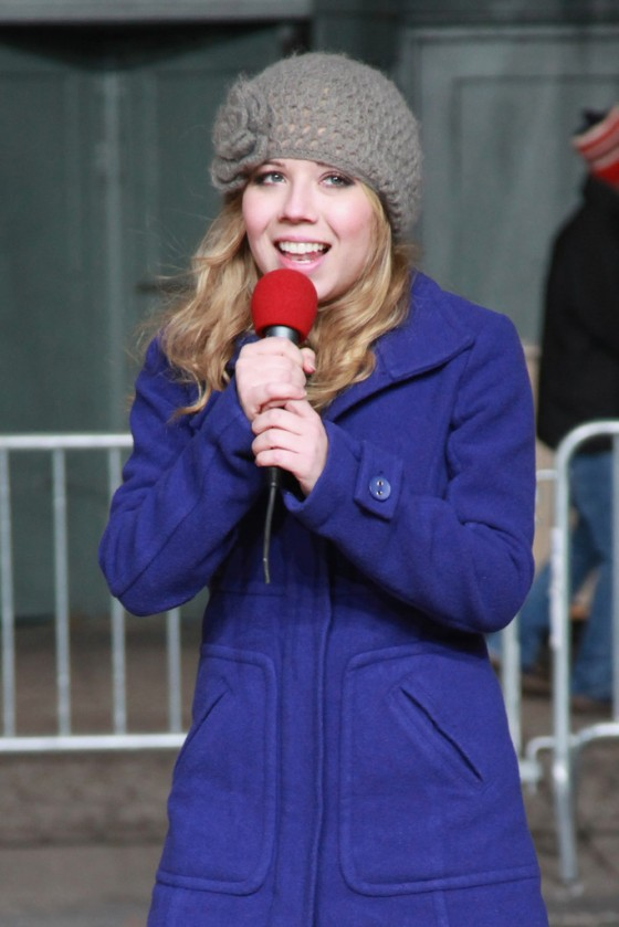 Jennette McCurdy - 2012 Macy's Thanksgiving Day Parade Rehearsal in New York