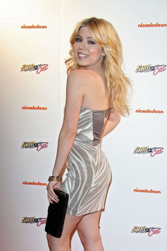 Jennette McCurdy at Sam and Cat premiere -06