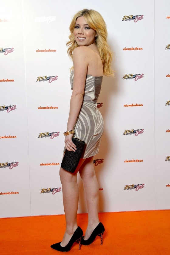 Jennette McCurdy at Sam and Cat premiere -14