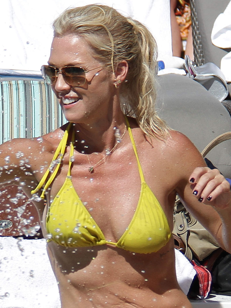 Jennie Garth Hot In A Yellow Bikini 03 Gotceleb