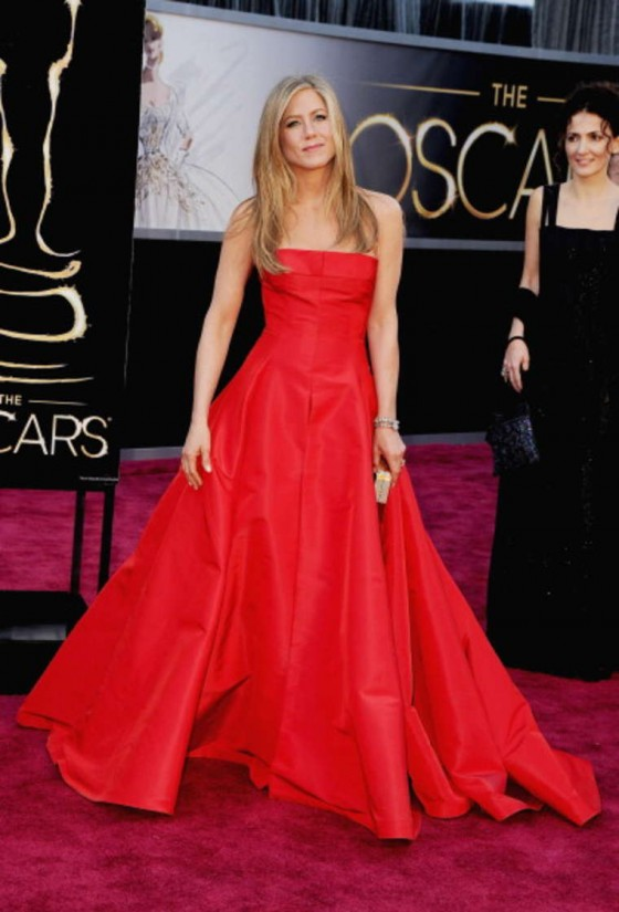 Jennifer Aniston – Oscars 2013 in Red Long Dress -01