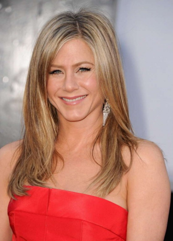 Jennifer Aniston – Oscars 2013 in Red Long Dress -03