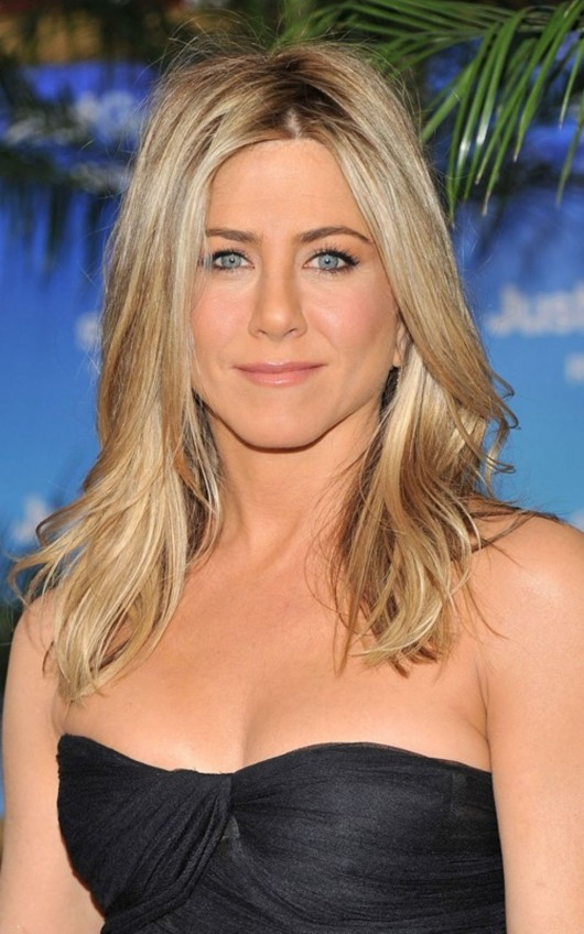 jennifer-aniston-at-the-nyc-premiere-of-just-go-with-it-02