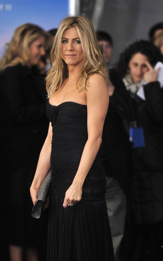 jennifer-aniston-at-the-nyc-premiere-of-just-go-with-it-04