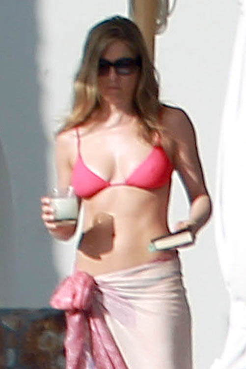 Jennifer Aniston In Bikini in Mexico -10