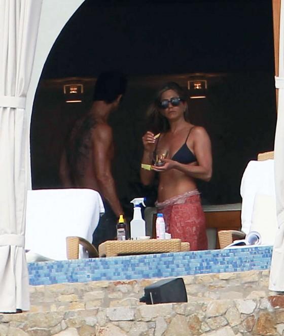 Jennifer anniston black bikini
