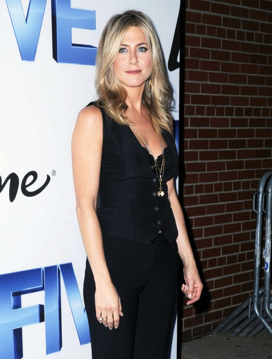 Jennifer Aniston 2011 : Jennifer Aniston Hot at FIVE screening in NYC – Sep 26-04