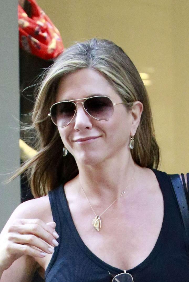 Jennifer Aniston: Leaving Barneys -11