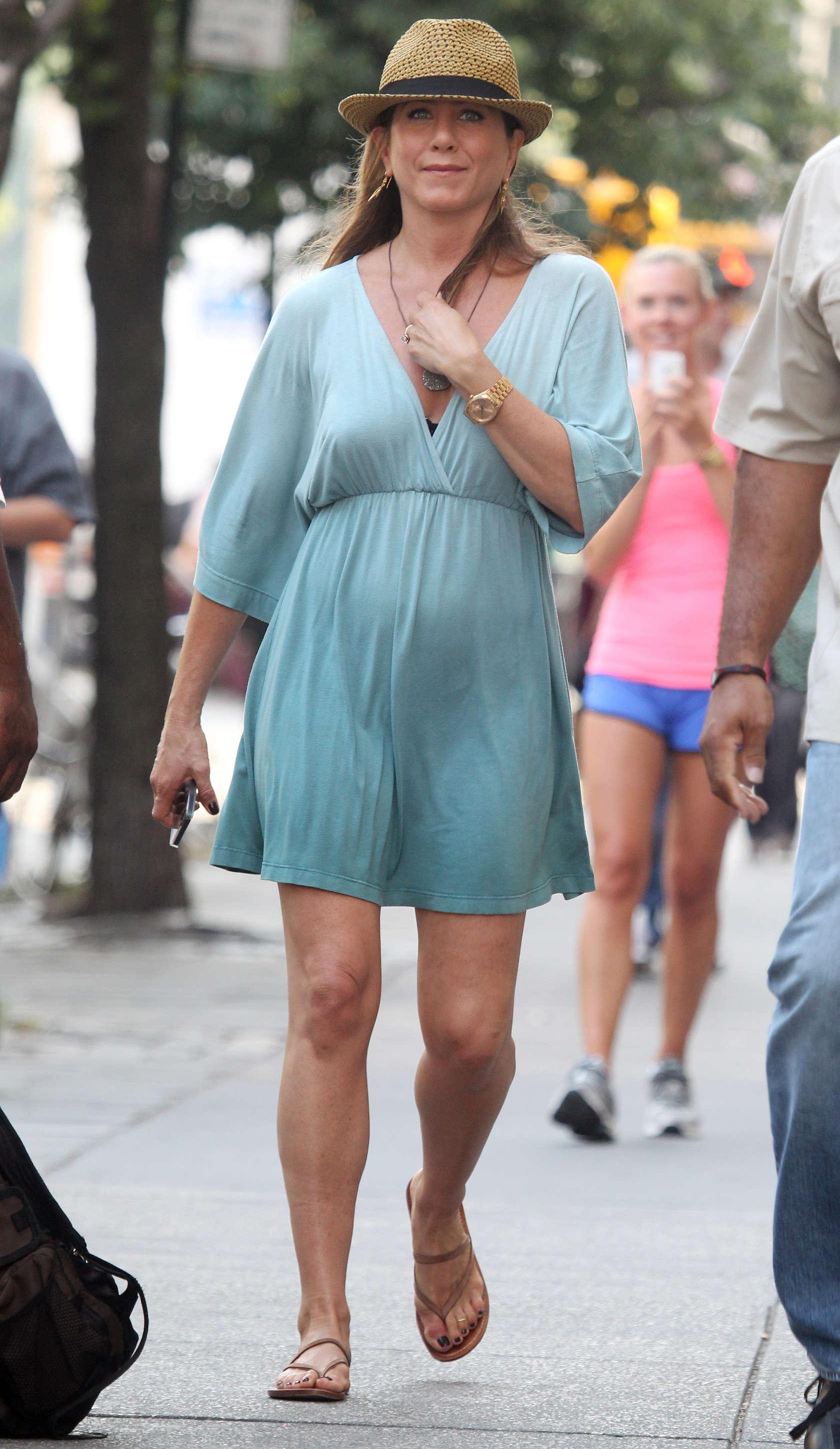 Jeniffer Aniston Pregnant 14