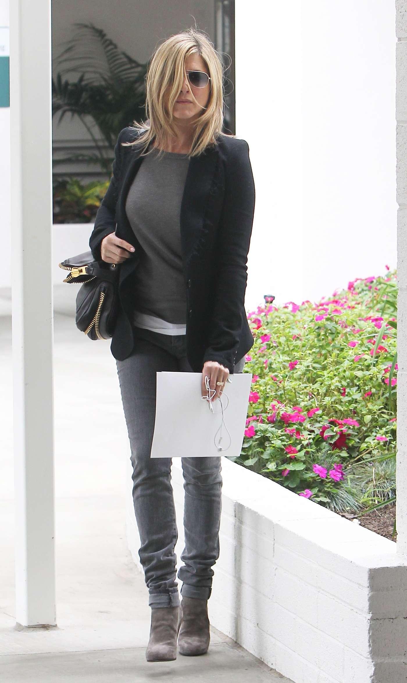 Jennifer Aniston - Tight Jeans-03 | GotCeleb