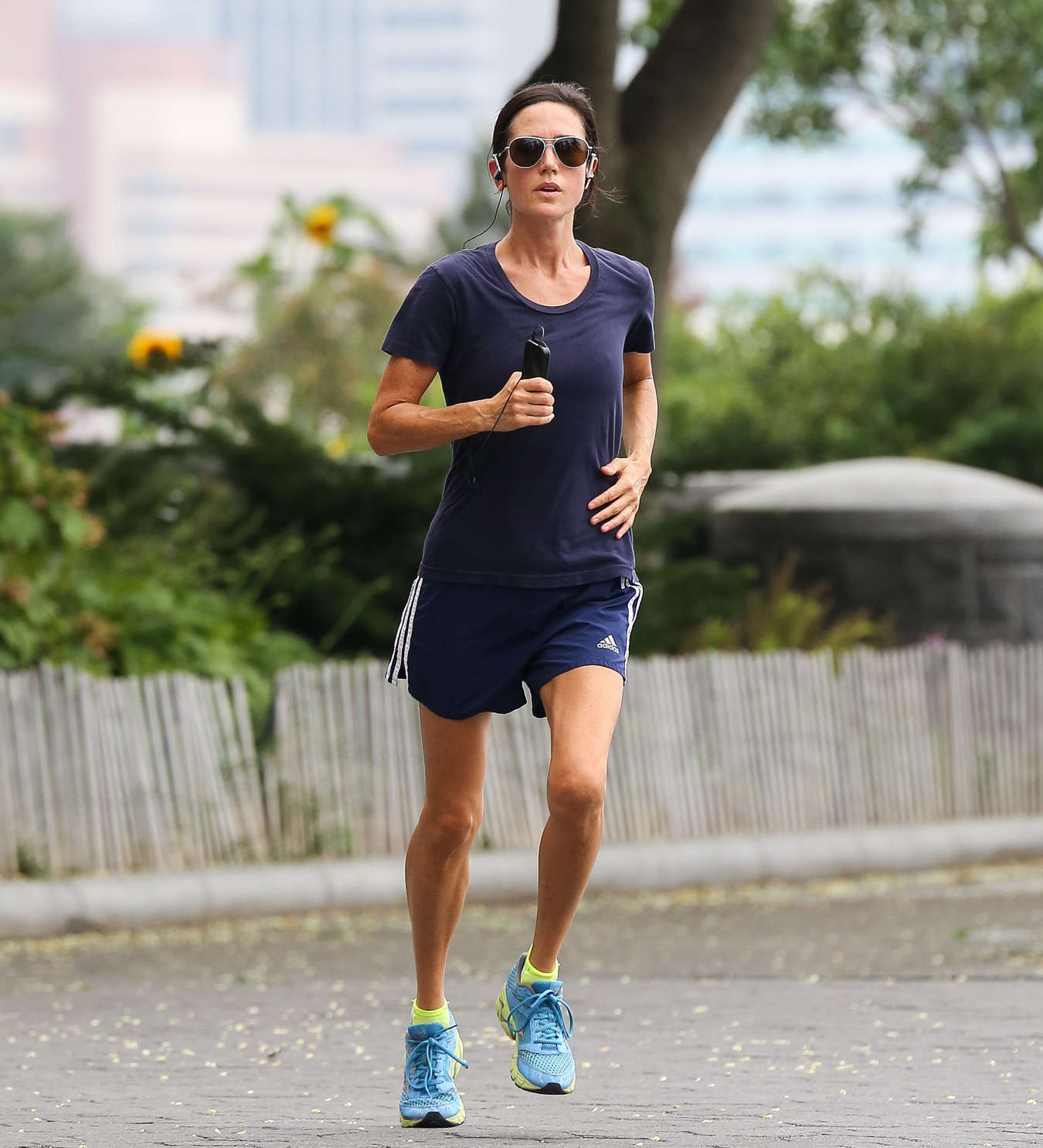 Jennifer-Connelly---jogging-in-New-York-