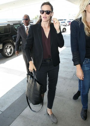 Jennifer Garner Arrives at LAX Airport in Los Angeles