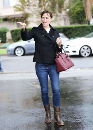 Jennifer Garner at Christmas Shopping in Santa Monica