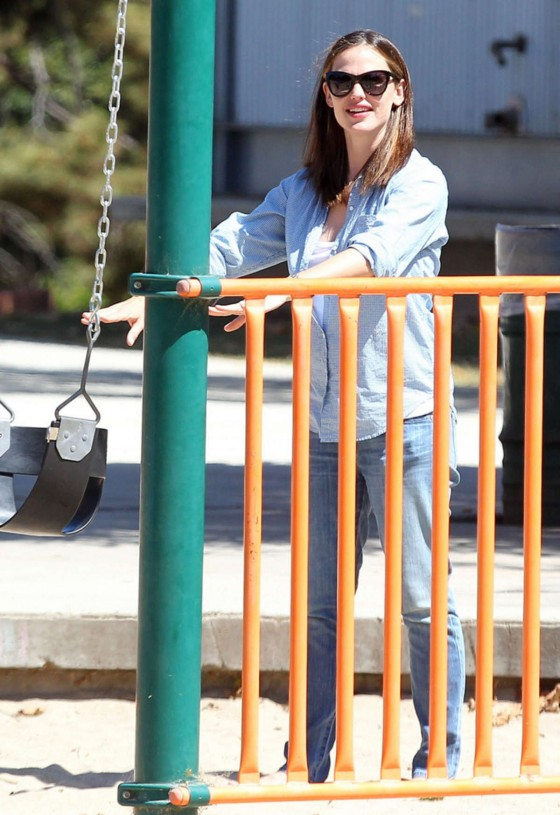 Jennifer Garner - at the park