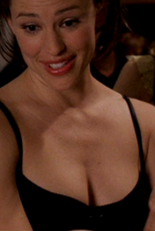 jennifer-garner-cleavage-03