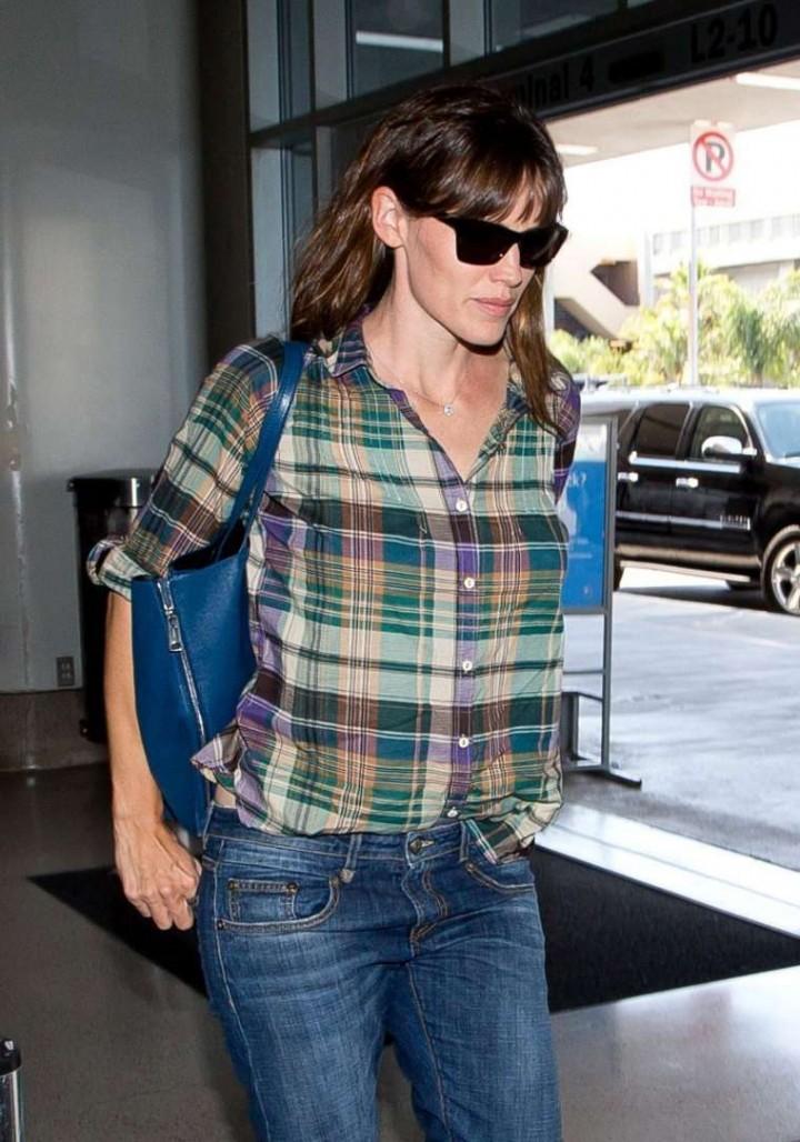 Jennifer Garner in Jeans at LAX