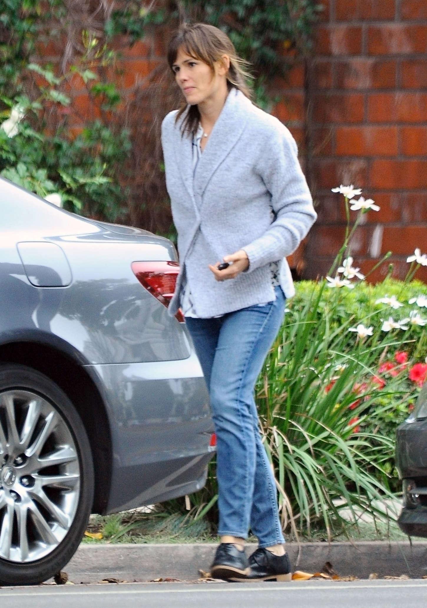 Jennifer Garner in jeans Out in Brentwood