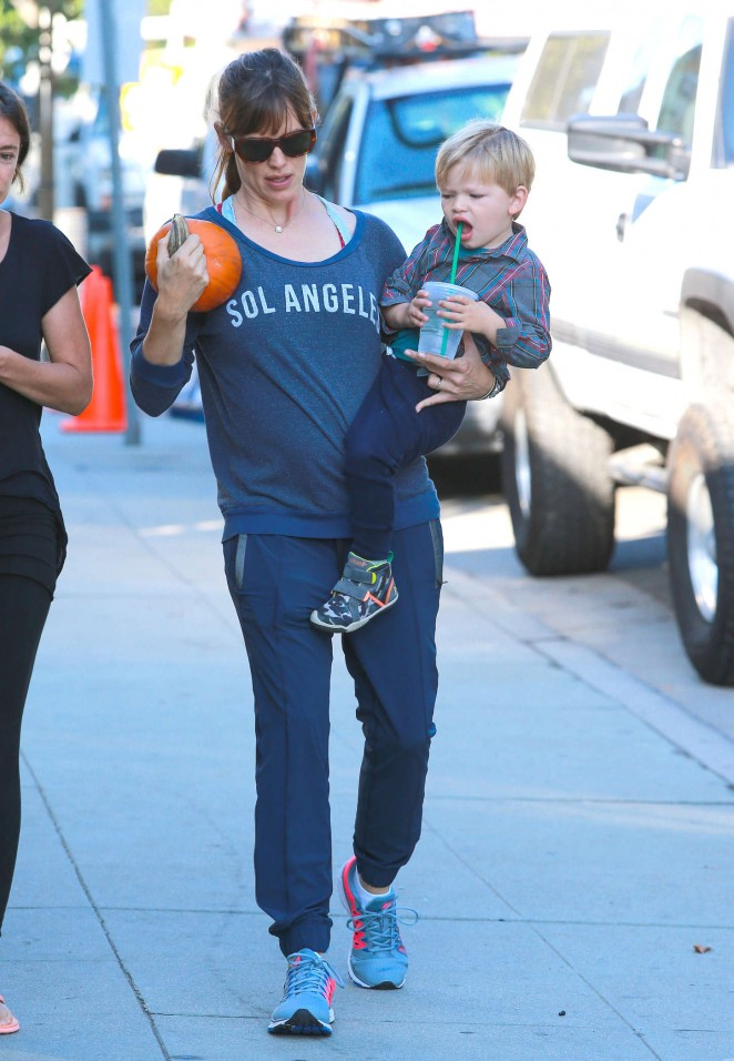 Jennifer Garner – out and about in Brentwood