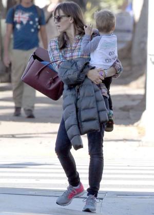 Jennifer Garner booty in Jeans -01