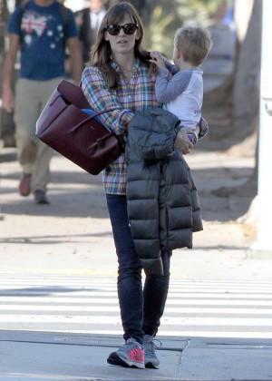Jennifer Garner booty in Jeans -12