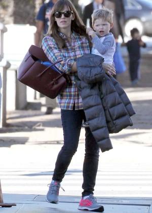 Jennifer Garner booty in Jeans -14