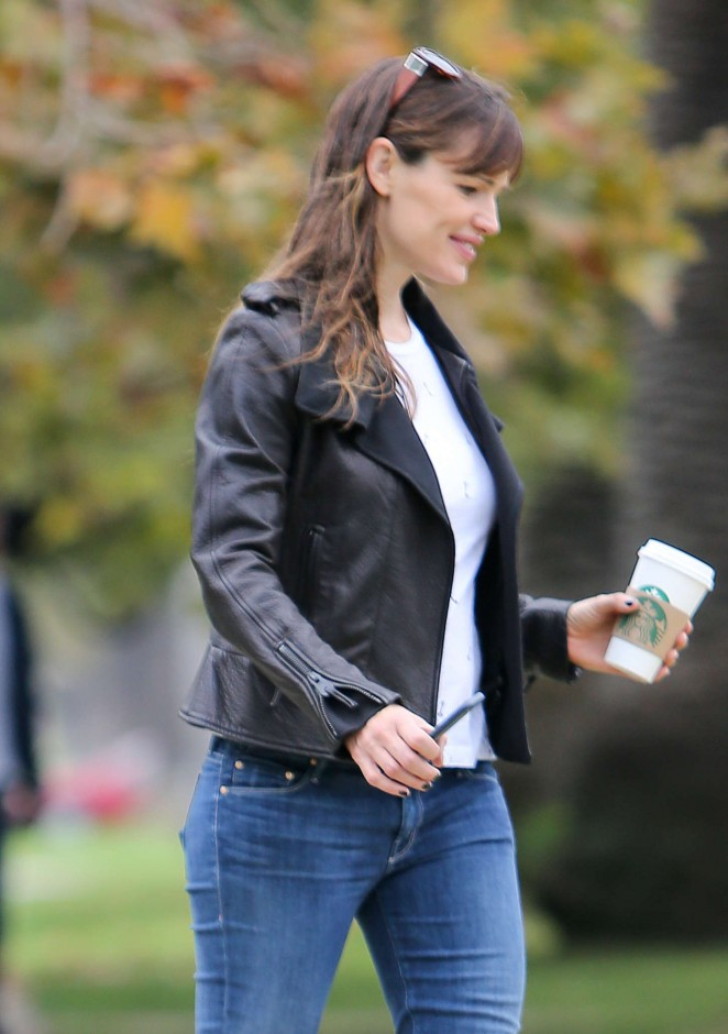 Jennifer Garner in Jeans out with a friend in LA