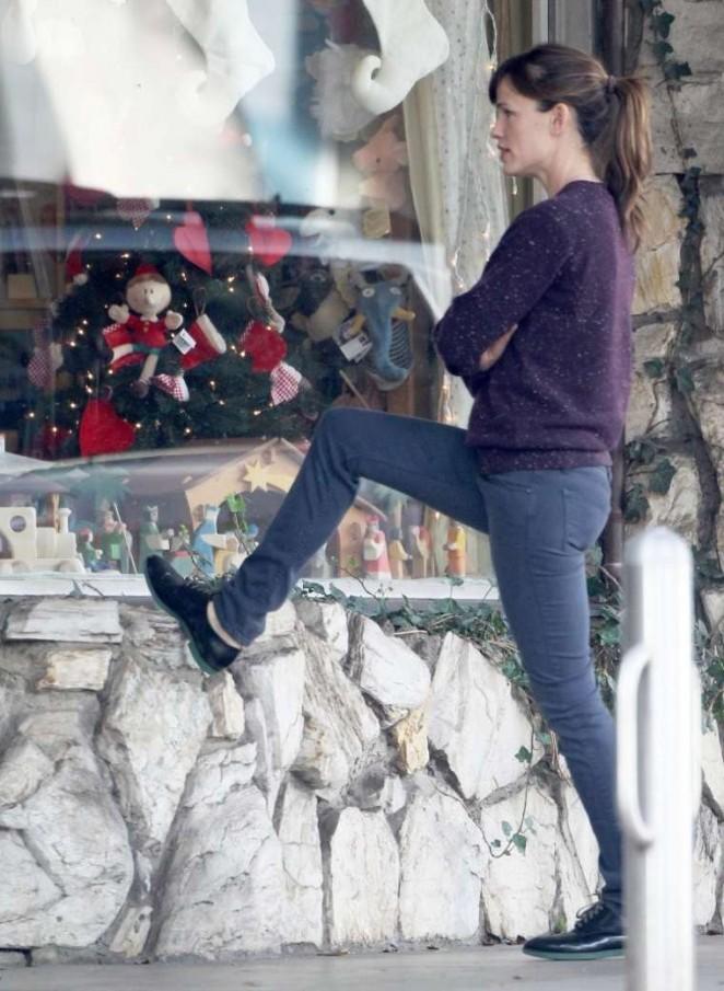 Jennifer Garner in Jeans Shopping in Brentwood