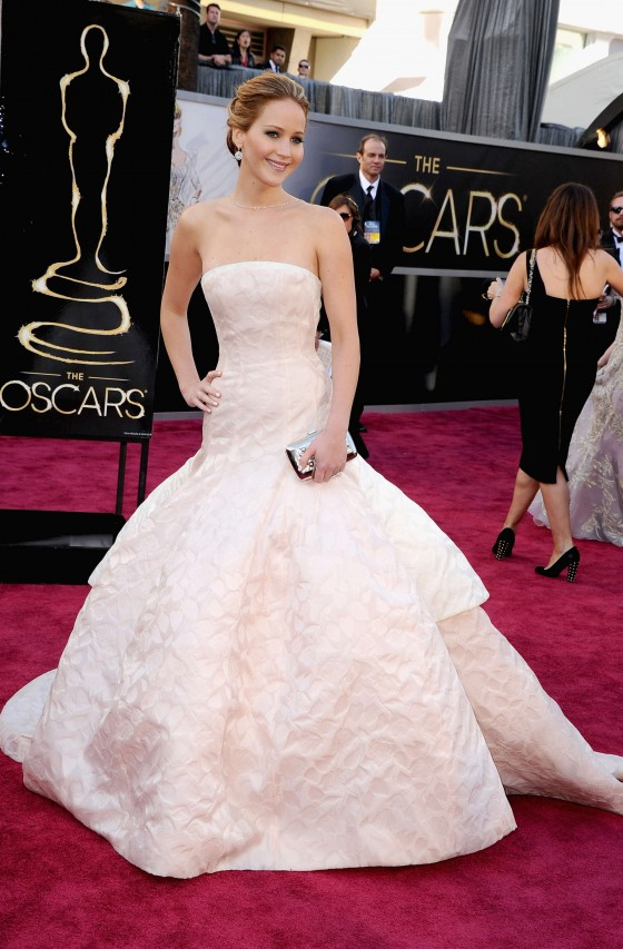 Jennifer Lawrence in in long white dress at Oscars 2013 -04