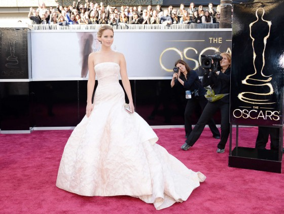 Jennifer Lawrence in in long white dress at Oscars 2013 -05