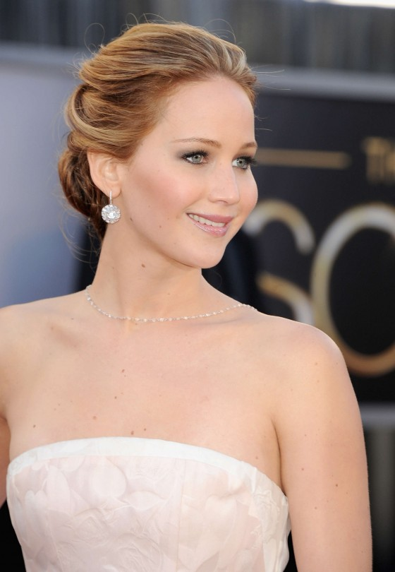 Jennifer Lawrence in in long white dress at Oscars 2013 -08