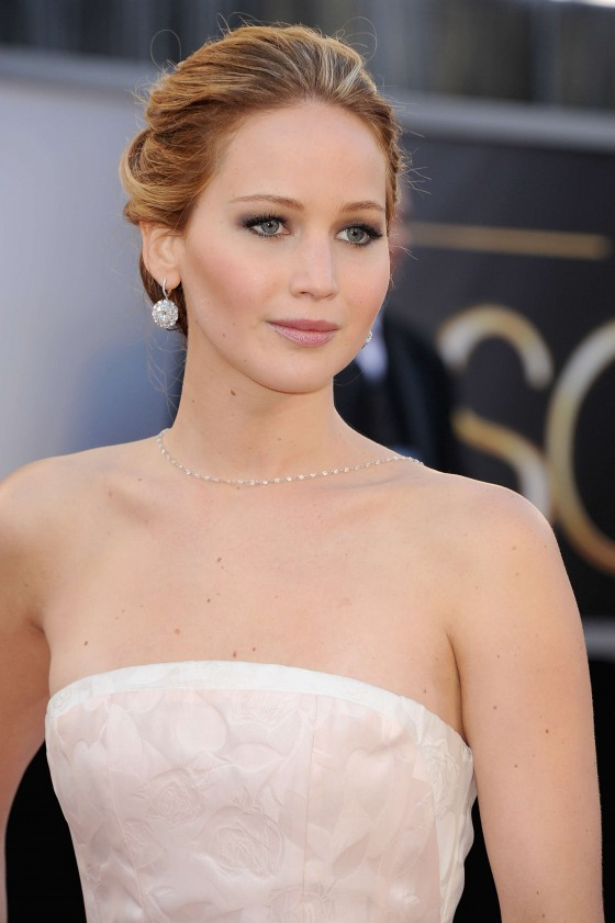 Jennifer Lawrence in in long white dress at Oscars 2013 -13