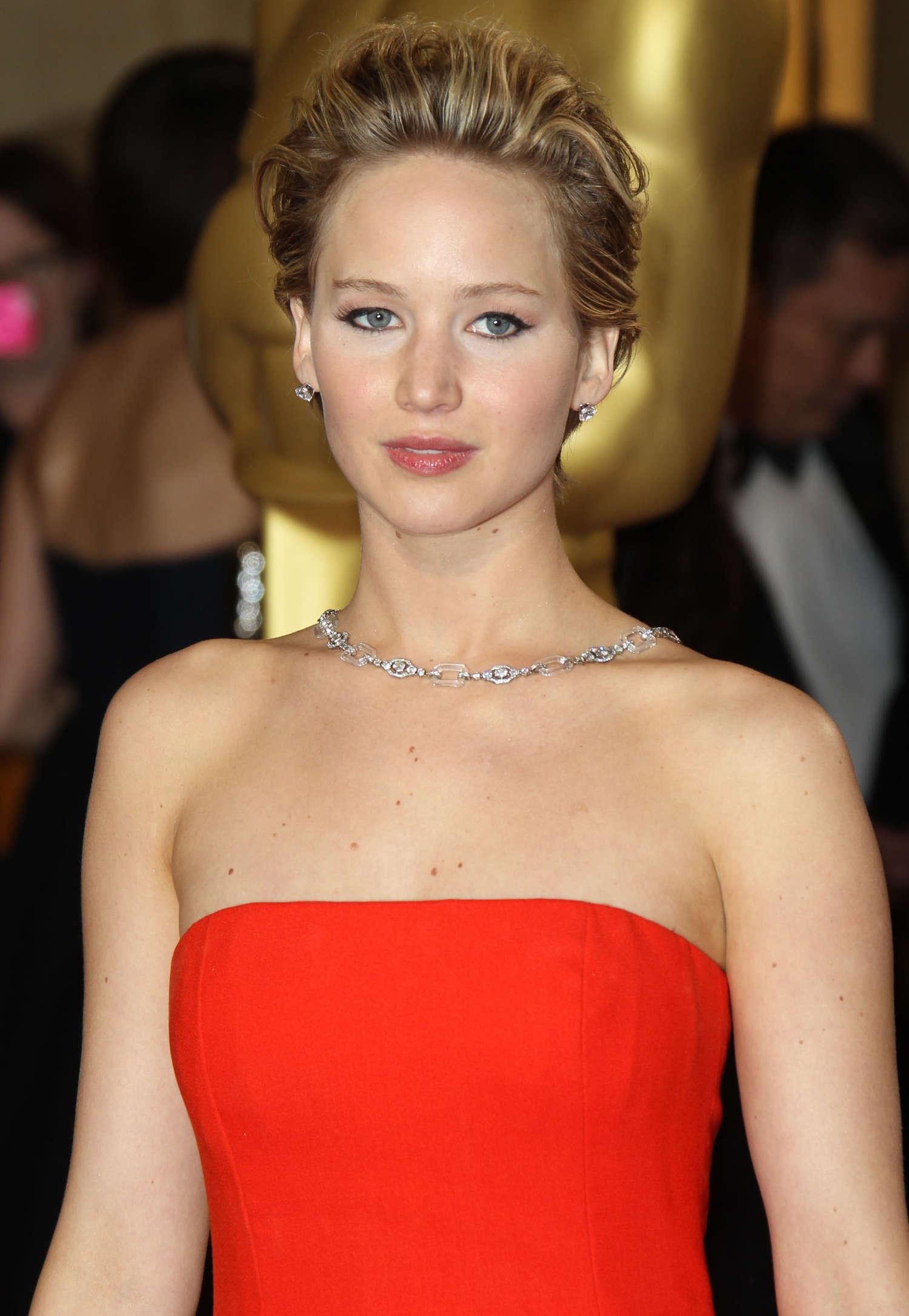 Jennifer lawrence oscars 2014 fall